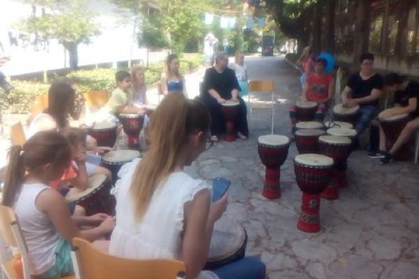Subotnje jutro u Kvartu u ritmu karaoka i bubnjara!